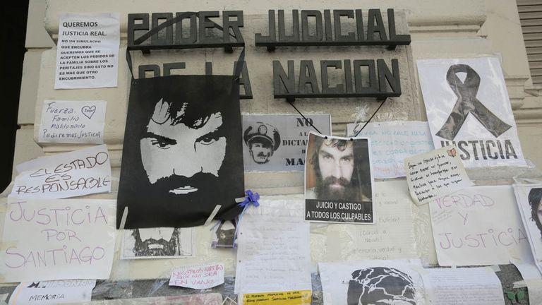 El altar en homenaje a Santiago Maldonado