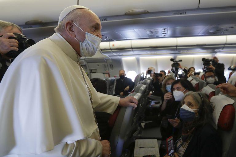 El Papa, en el vuelo de Alitalia que lo trasladó a Bagdad