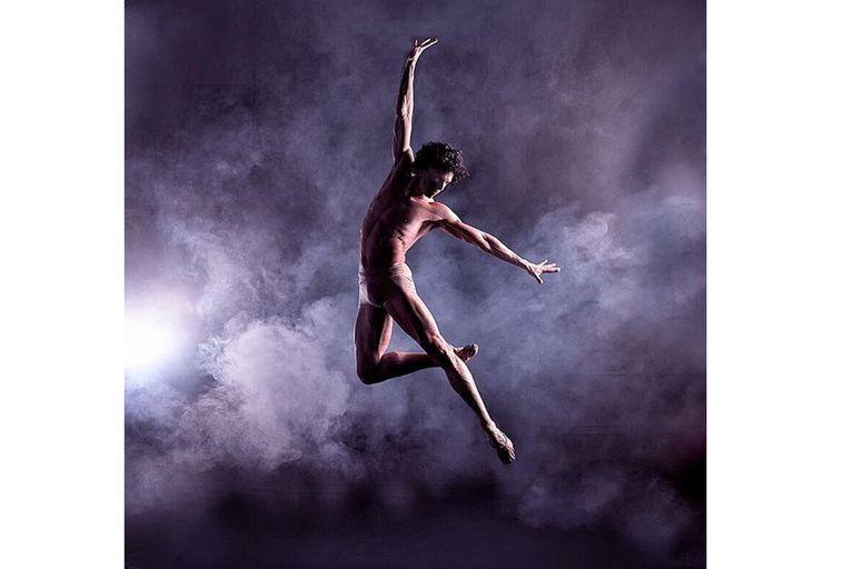 Hernández, de 28 años, integra el English National Ballet y se ha presentado en los teatros más importantes para la danza en el mundo