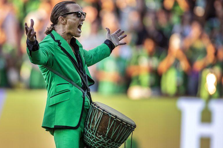 Matthew McConaughey arenga a los hinchas de Austin FC en la MLS