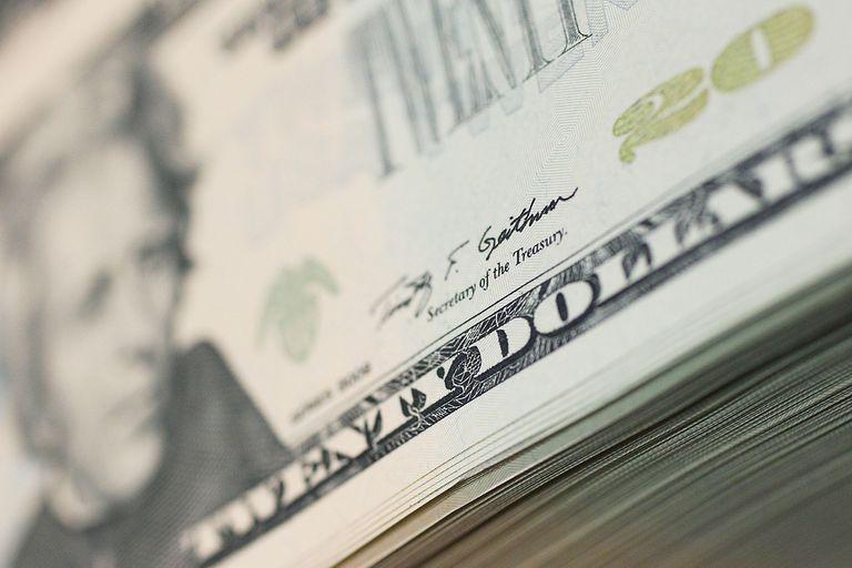Quienes hayan recibido alguno de los dos beneficios no pueden acceder al mercado oficial de divisas