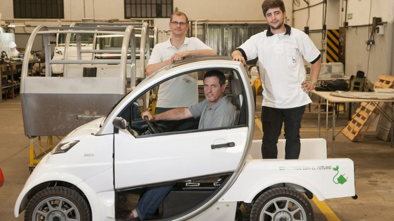 Pablo e Iván Naya y Sebastián Da Dalt, creadores del primer auto eléctrico fabricado en la Argentina