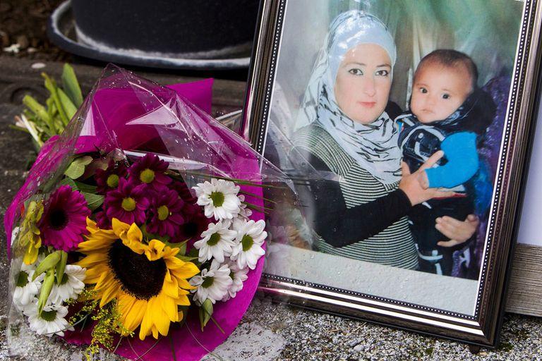Alan, en los brazos de su madre, en una foto en la casa de Tima Kurdi