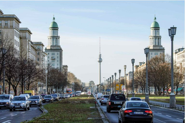 Los departamentos pertenecen a un edificio soviético de década del 50, en el bulevard Karl-Marx-Allee, en el lado oriental de la ciudad