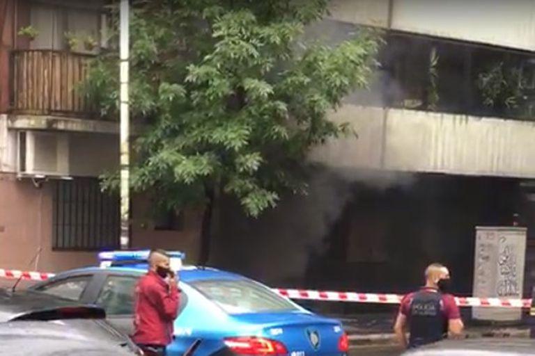 Recoleta: evacuaron edificios por explosiones y humo en una cámara de luz
