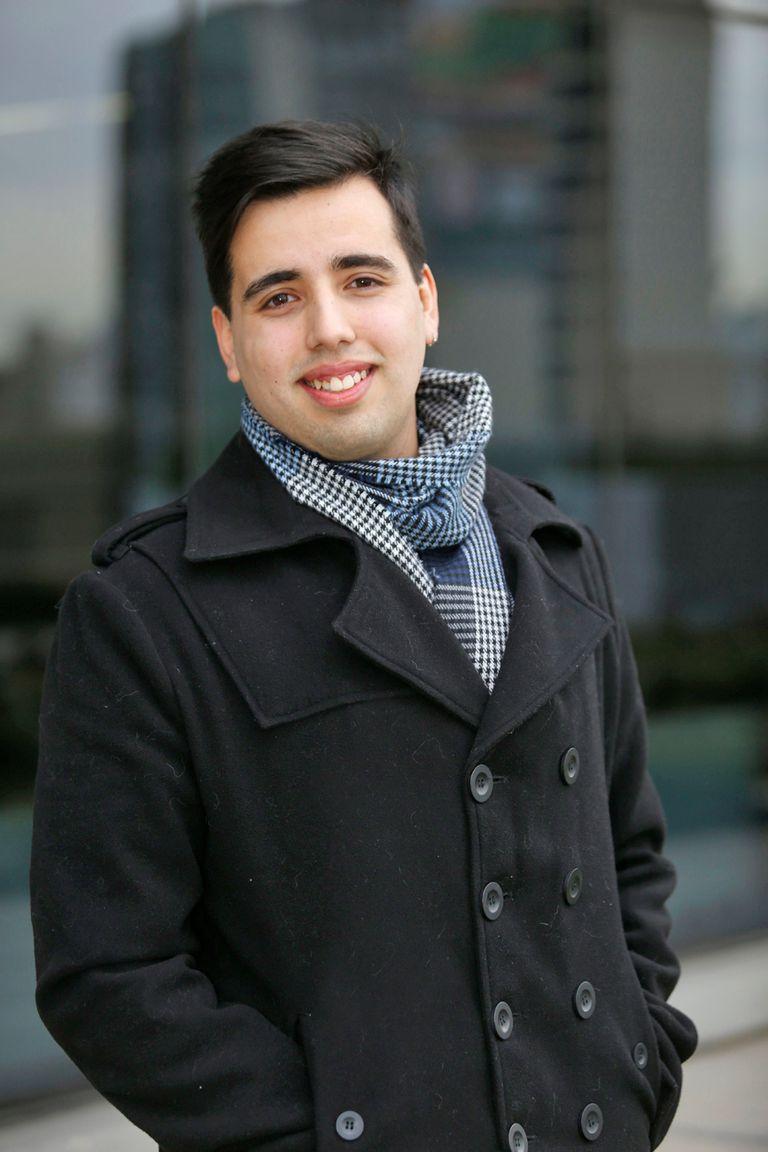 """""""¡Me reventaba que la gente me dijera 'te sacaste la lotería', cuando en realidad la lotería es tener familia, no tener plata!"""", dice Facundo Azar Giambatti (22)."""