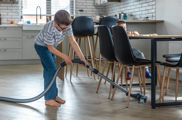 Por qué es importante enseñarles a los chicos a colaborar en casa