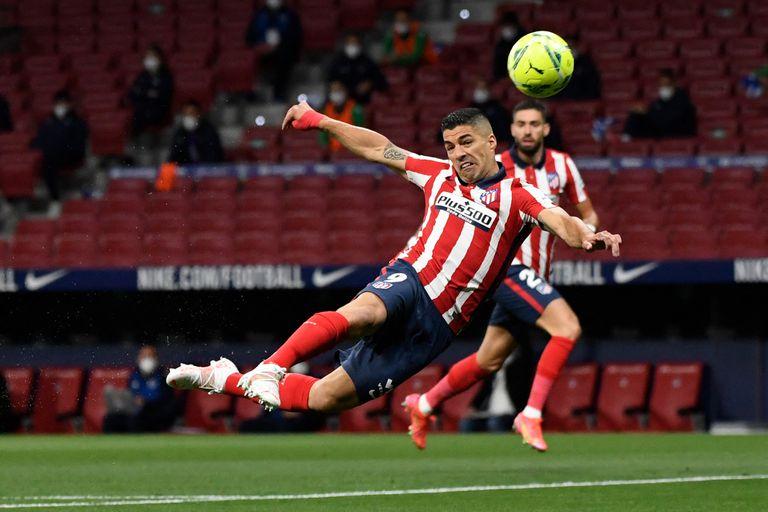 Suárez buscó el gol, pero no tuvo precisión; el remate saldrá desviado