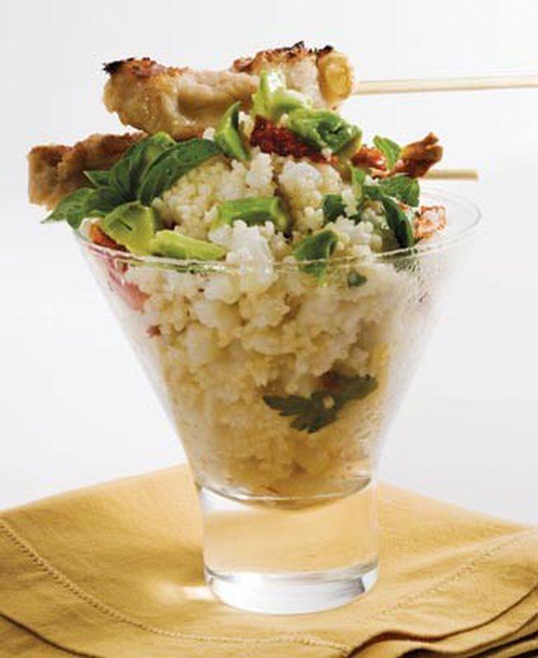 Ensalada de cuscus y pinchos de mollejas