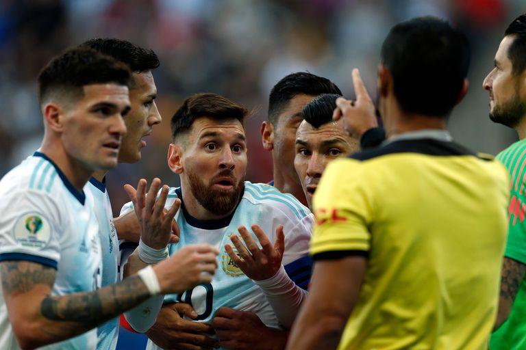 El últimos paso por la Copa América le dejó un mal sabor a Messi: lo expulsaron en el partido contra Chile, por el tercer puesto de Brasil 2019; este año participará por sexta vez en el certamen de selecciones más antiguo del mundo