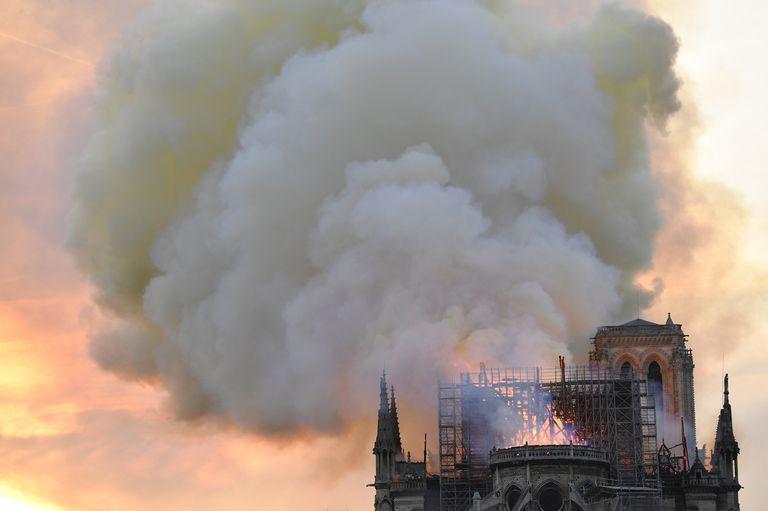 """""""El trabajo durante la noche fue controlar el fuego para que no se reactivase"""", indicó el viceministro del Interior"""