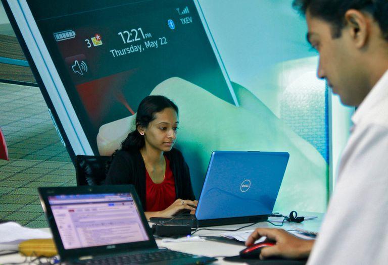 Un grupo de desarrolladores en un centro tecnológico en  India, uno de los países visitados por Bowei para elaborar su reporte de startups