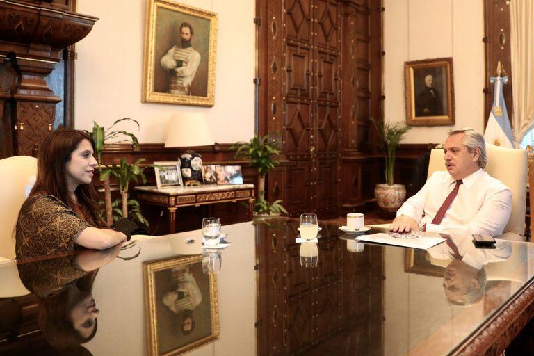 Victoria Donda y Alberto Fernández, en una reunión en Casa Rosada. Foto de archivo.