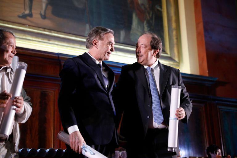 Pichetto y Sanz conversan durante la entrega de los premios