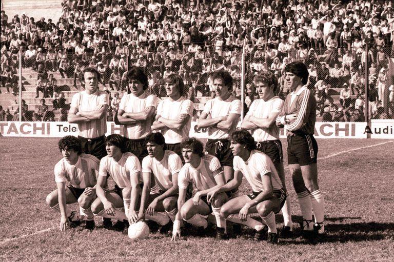 Una formación de Racing de Córdoba en 1984, protagonista de una singular historia