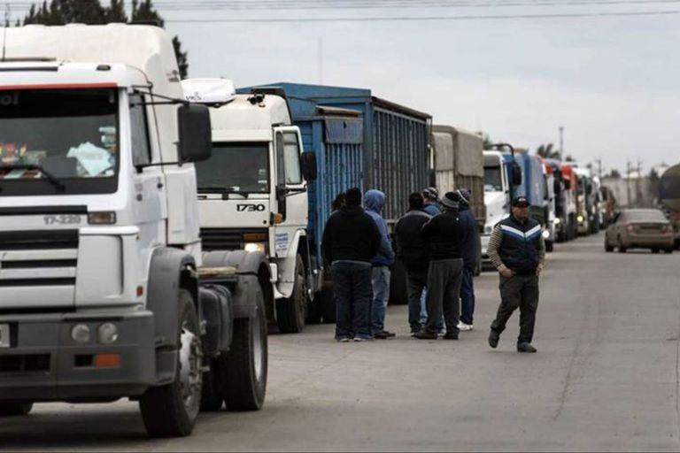 Transportistas harán un paro que afectará el movimiento de granos
