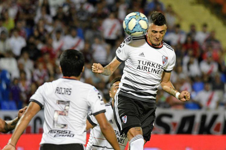 El cabezazo de Suárez será gol: River le ganó a Godoy Cruz en Mendoza y es puntero en soledad