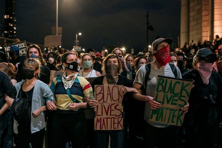 A un mes de la muerte de George Floyd, las protestas continúan