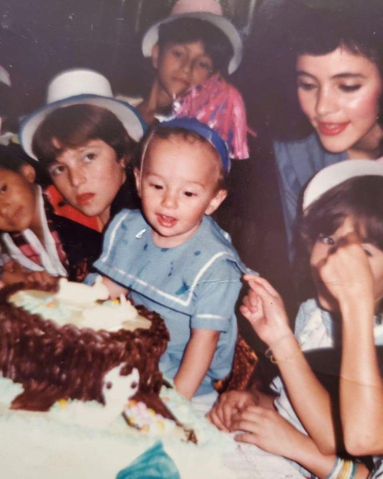 El 7 de mayo de 2020, J Balvin celebró su cumpleaños número 35 con un recuerdo de su infancia