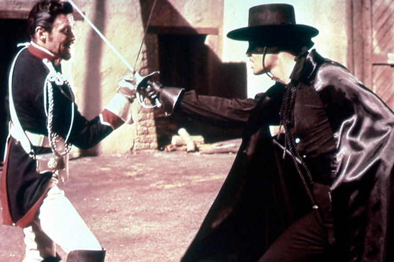 Guy Williams, en la piel de El Zorro, pelea contra uno de los grandes villanos de la serie interpretado por el actor Britt Lomond