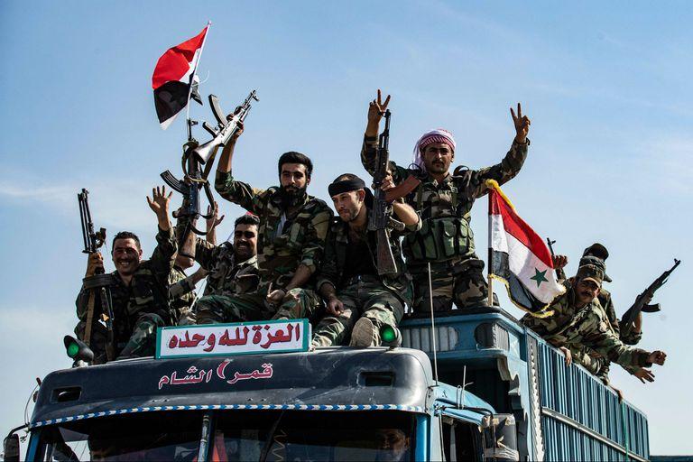 Las fuerzas del gobierno sirio llegan a la ciudad de Tal Tamr, cercana al punto crítico de la ciudad siria kurda de Ras al-Ain en la frontera con Turquía, que ha sido un objetivo clave de las fuerzas turcas desde que lanzaron su operación militar