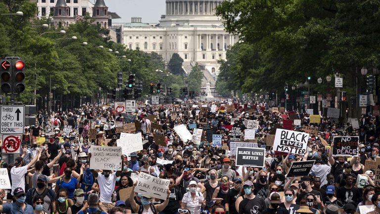 Virus y crisis social. ¿Hacia dónde van los Estados Unidos de Donald Trump?