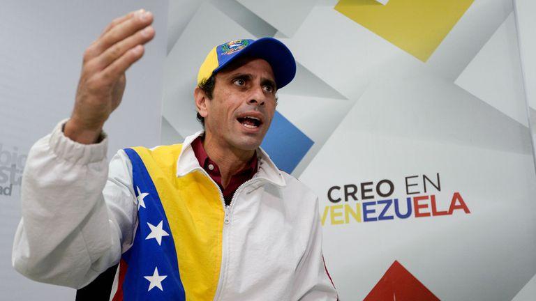 "Capriles le contestó a Maradona: ""Le preguntaría si vive con 15 dólares al mes"""