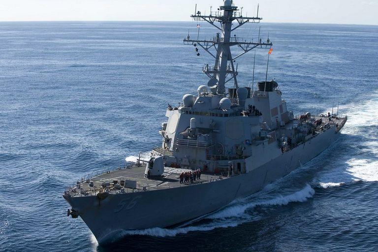El USS John S McCain es un destructor de la armada estadounidense que dejará de utilizar las pantallas táctiles para el control del buque