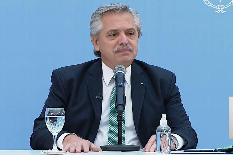 Fernández retoma su agenda: define el futuro de los vuelos y el rearmado del Gabinete