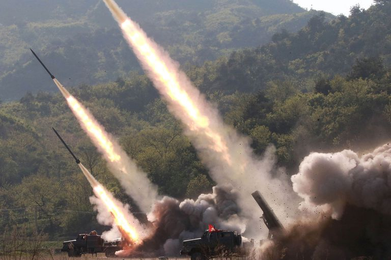 La semana pasada, Kim Jong-un fue testigo de varios lanzamientos que encendieron la alerta