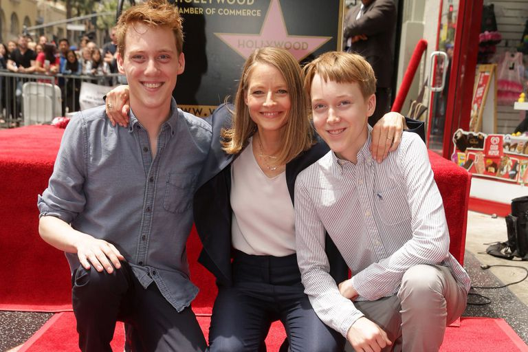Jodie Foster junto a sus hijos Charles y Kit, fruto de su relación con la productora Cydney Bernard