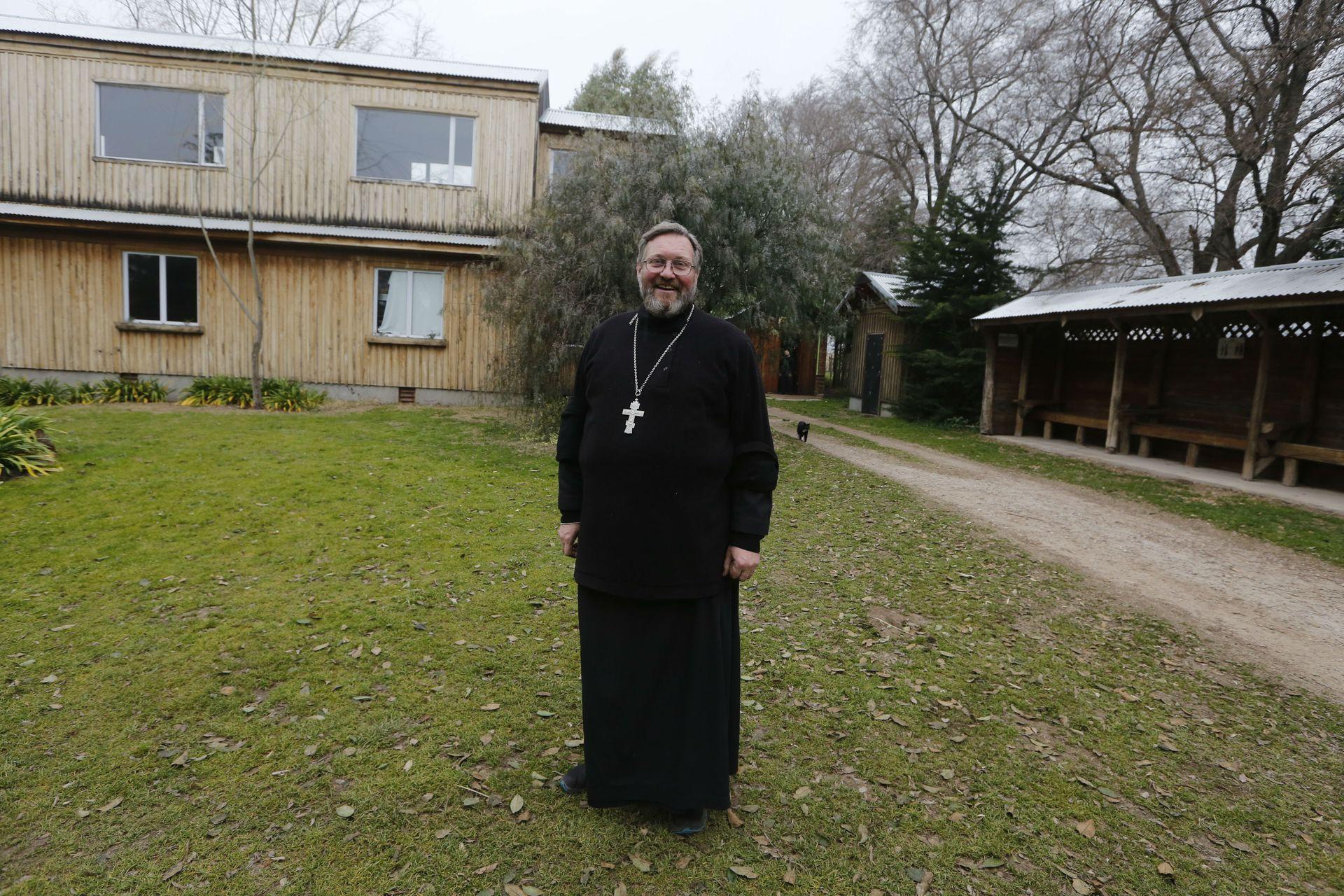 El padre Sergio, uno de los tres monjes que viven allí