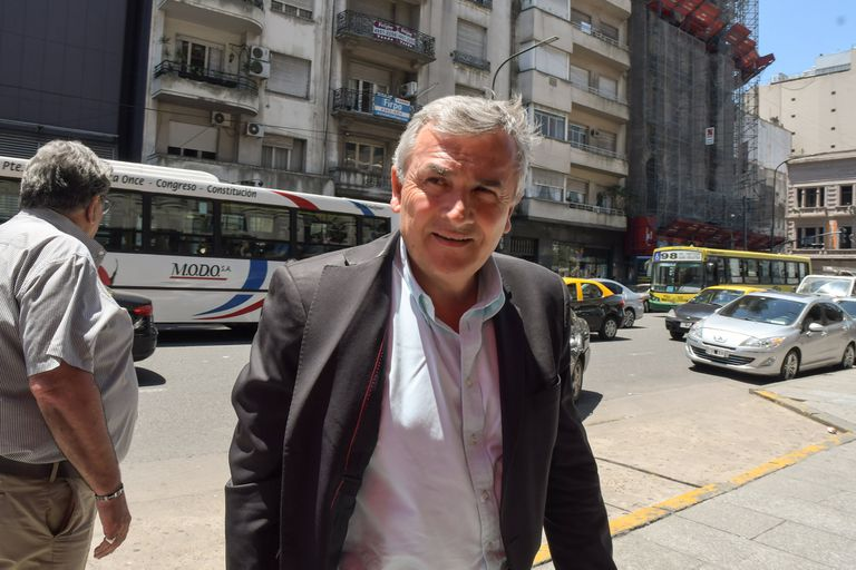 El gobernador de Jujuy, Gerardo Morales, decretó que solo quienes puedan demostrar haber recibido al menos una dosis de la vacuna contra el coronavirus podrán acceder al transporte de pasajeros