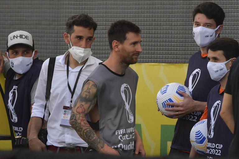 Messi, con el chaleco de un fotógrafo...