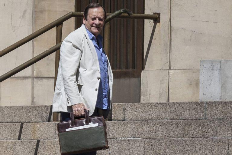 El juez se jubila hoy y deja los tribunales de Comodoro Py tras 26 años; en los últimos meses, sobreseyó a cinco dirigentes ligados con la gestión de Cristina Kirchner y avanzó con causas contra exfuncionarios de Macri