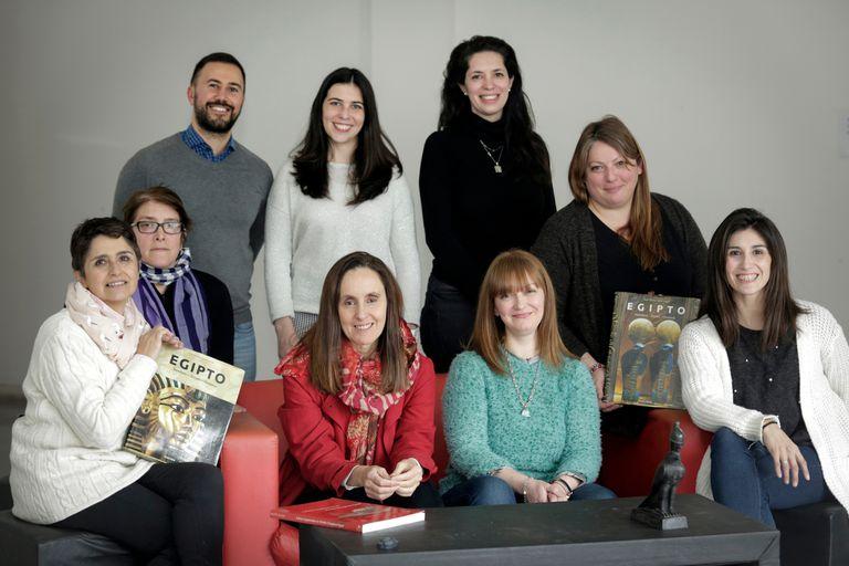 Andrea Zingarelli (de colorado), junto a parte del equipo de investigadores que viajará a Egipto