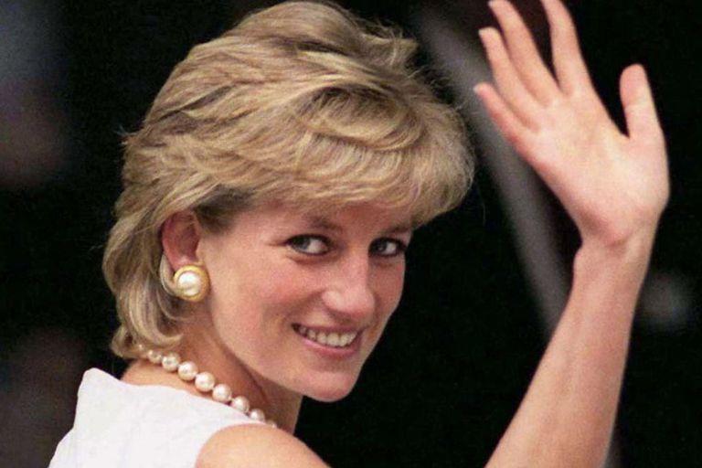 ¿Casualidad? La integrante del Palacio de Buckingham que imita a Lady Di