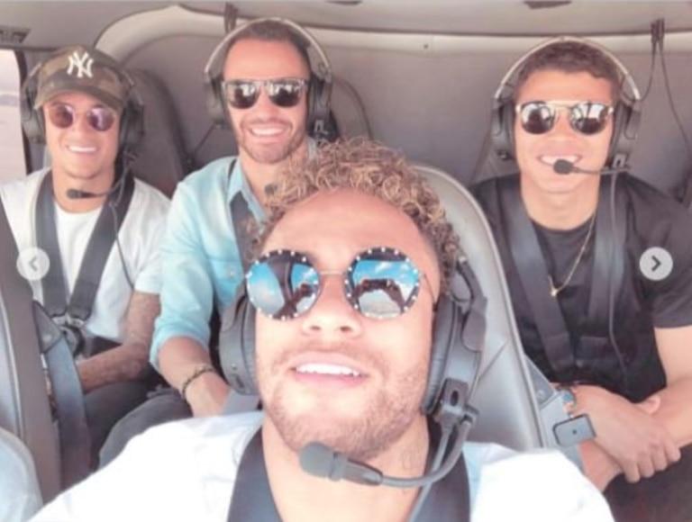 En la Copa América de 2019, Neymar llevó a algunos compañeros de la Selección brasileña en su helicóptero