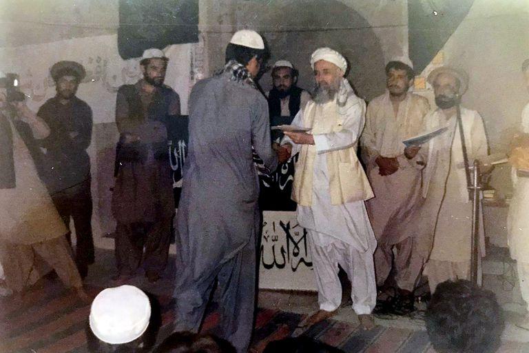 Omar Lewall con el expresidente de Afganistán Burhanuddin Rabbani, en Peshawer