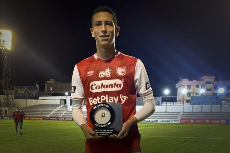 Alejandro Moralez, de Independiente de Santa Fe, el defensor colombiano que se convirtió en ídolo de River por una noche