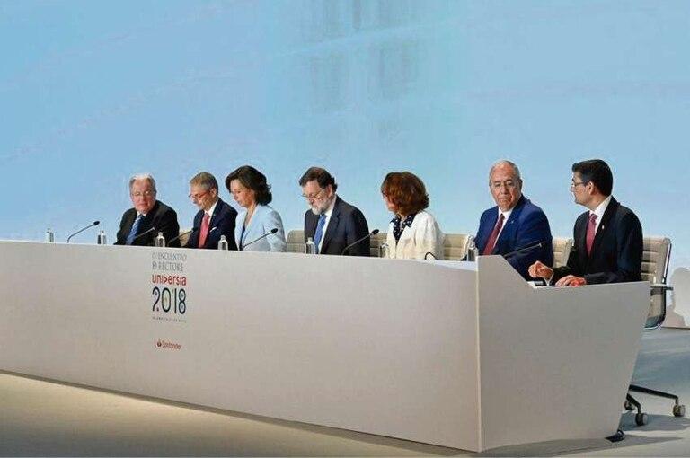 Mariano Rajoy (centro) fue uno de los disertantes que cerró el encuentro