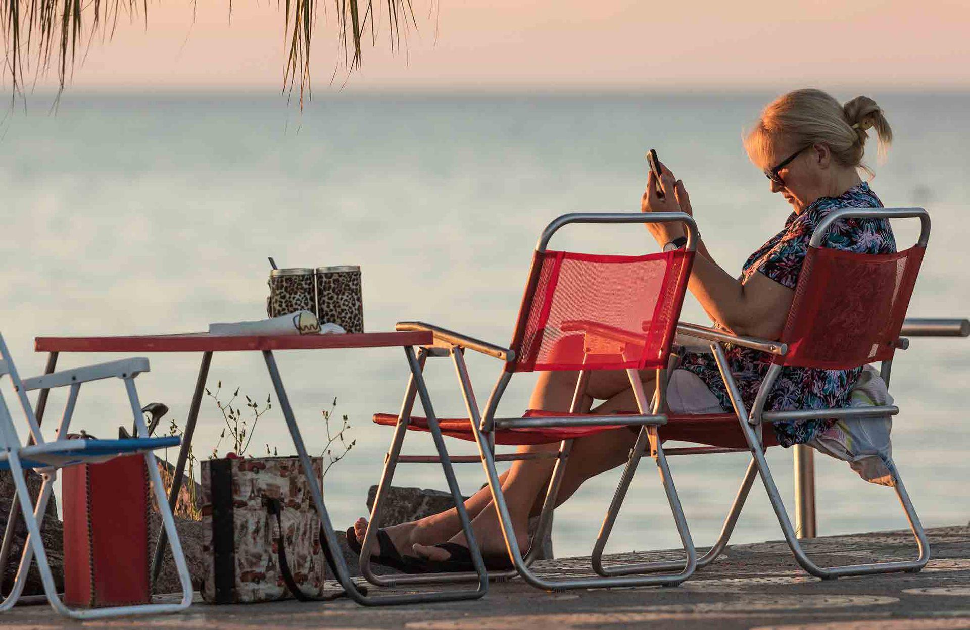 Relax junto a la laguna, en la costanera de Miramar.
