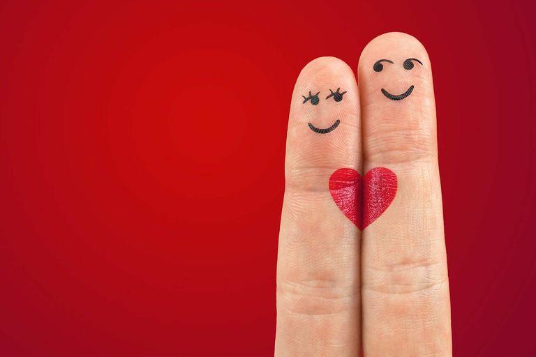 En 1997, un psicólogo estadounidense planteó un estudio con 36 preguntas para acelerar el proceso que lleva la intimidad entre dos extraños.
