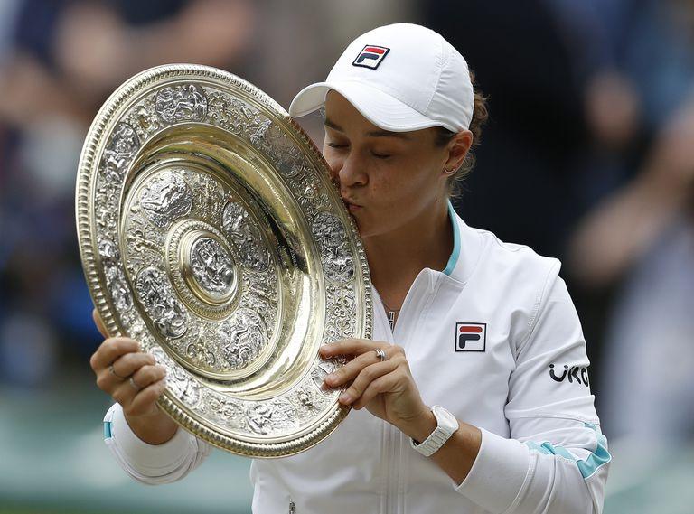 Wimbledon: Ashleigh Barty venció a Karolina Pliskova y festejó en el All England