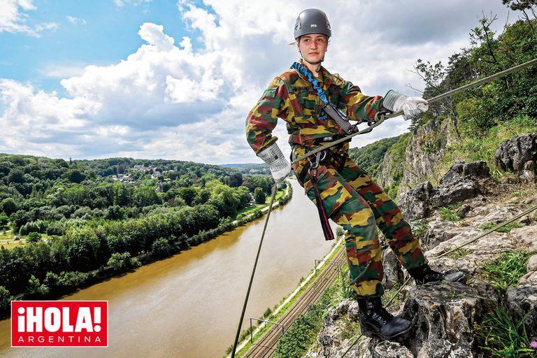 """Elisabeth de Bélgica hizo escalada, rappel, descenso de ríos y el """"paseo de la muerte"""""""