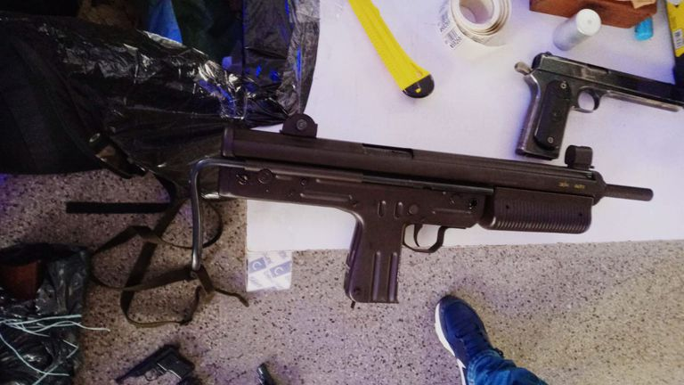 Algunas de las armas entregadas en los puestos móviles del Plan Nacional de Entrega Voluntaria de Armas en Rosario