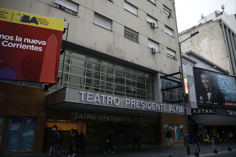 La reapertura del Teatro Alvear, en la avenida Corrientes