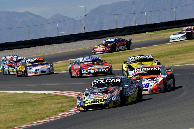 Gastón Mazzacane, el piloto de Chevrolet que arriba con mayores posibilidades a la definición en el autódromo de Villicum; el ex piloto de Fórmula 1 debe cumplir el requisito reglamentario de la victoria.