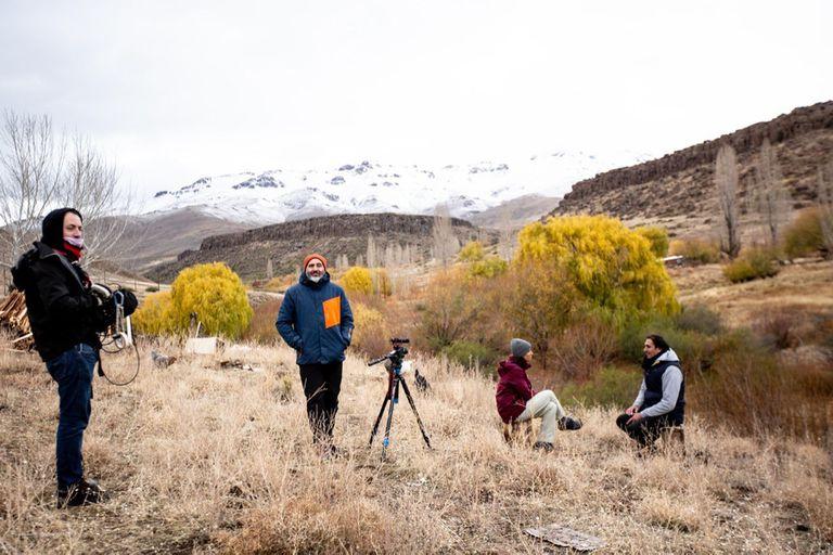 Haciéndole frente al frío en el rodaje en Neuquén porque ahora intentamos que todas las entrevistas sean al aire libre