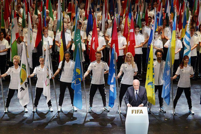 Blatter acompañó su discurso con bailarines y actos musicales